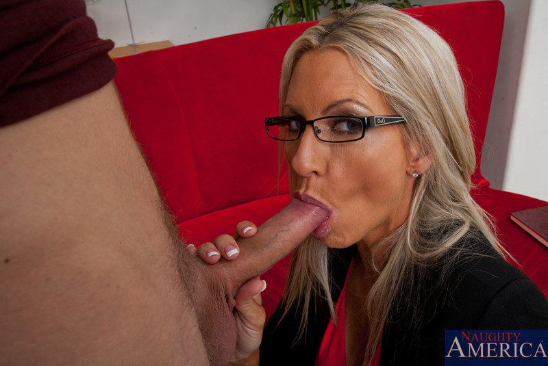 sensuous candy blonde cameron is under tommy gunn