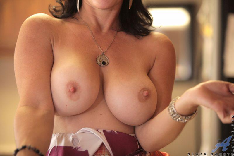 Amateur Huge Natural Boobs