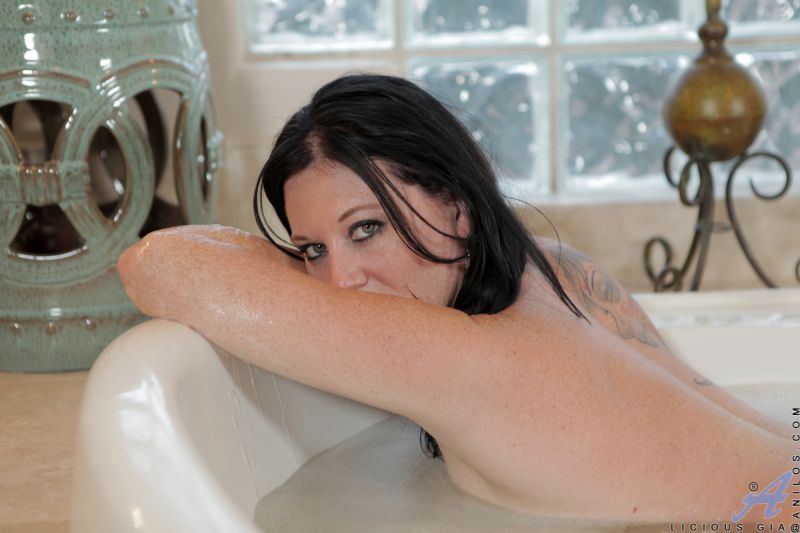 Black Haired Venus From Taking Bath And Relaxing Gonzoxxx 1