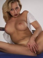 Smoking hot live clip of a pretty blonde showing off her big racks and shaved muff live
