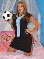 Kelly had been eyeing her daughter's soccer coach for quite some time. After the game,  the team headed out to get some pizza. Their timing couldn't have been any better,  this gave Kelly the perfect chance to get the coach away from the field… – MILF,  Bi