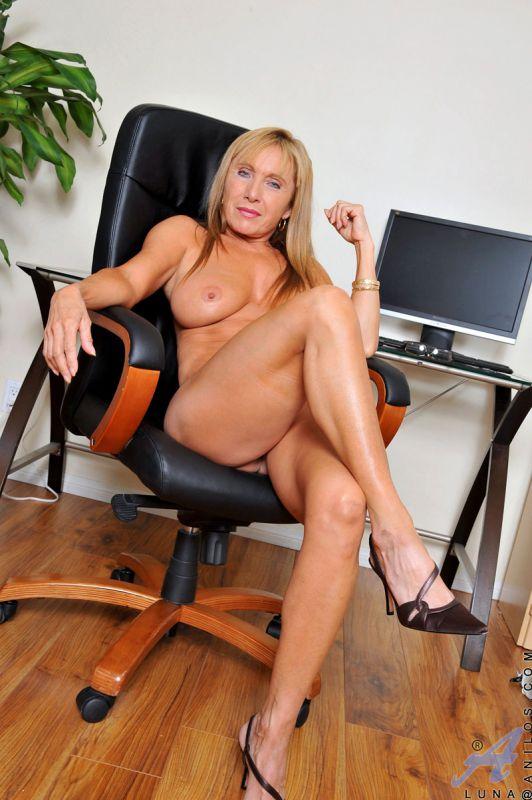 порно фото милфы секретарши