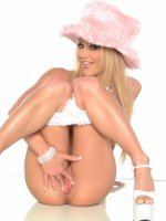 breasty blonde in pink hat displaying her nice sexy body