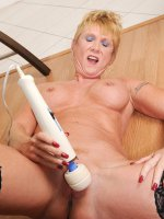 Anilos granny Honey Ray enjoys the magic wand vibrations on her clitoris – Big Boobs, Landing Strip Pussy, Tall Girls, Blonde, Short hair, Bras, Masturbation, Toys, Tan, Thongs, High Heels, Sheer, Mini Skirt, Office, Enhanced, Granny, Stockings