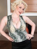 Meet Goldie – Big Tits