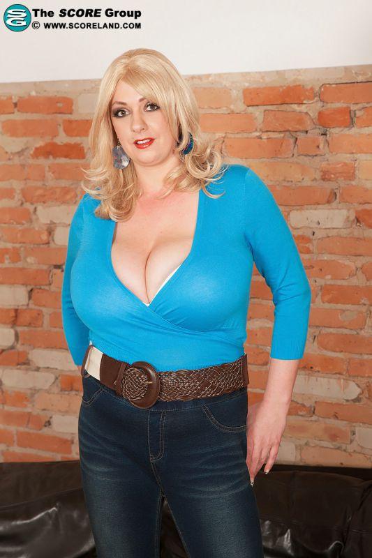 Huge Tits Tight Tops - Big Tits, Natural Boobs - Viva tits!